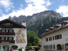 Blick aus Mittenwald auf das Karwendelgebirge