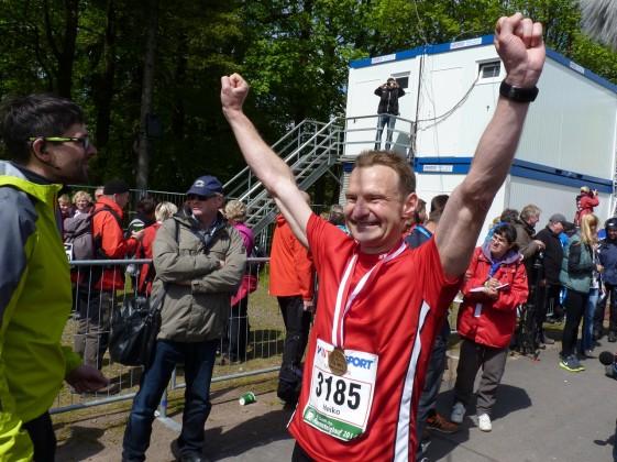 Heiko Ludewig überglücklich im Ziel