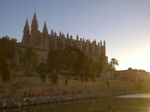 Start und Ziel vor der Kathedrale von Palma