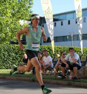 Der Triathlet Philipp Heinz vom LTV Erfurt am Ende seiner schnellen Runde.