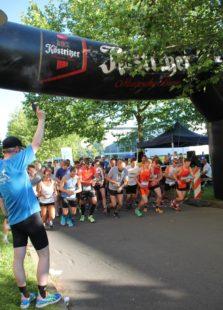 Den Startschuss zum 10 Kilometer Hauptlauf gab der Kanzler der Universität Erfurt und Schirmherr Jan Gerken.