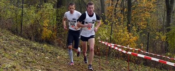 Christian Seiler (vorn) gewann den Cross-Titel auf der Langstrecke vor Vereinskamerad Sven Praetorius