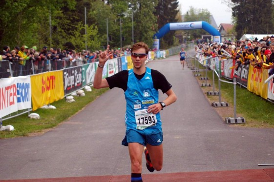 Marcel Bräutigam stürmt allein dem Ziel entgegen