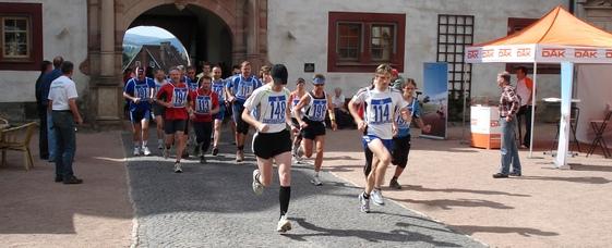 Start der Läufer auf der Wilhelmsburg