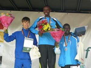 Siegerehrung Männer - Stefan Hubert, Paul Thuo, Isaak Sang (von links)