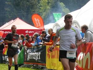 Jan Burzik (hinten): Im Schlussspurt vorbei am Vorjahresvierten Jürgen Liebergeld