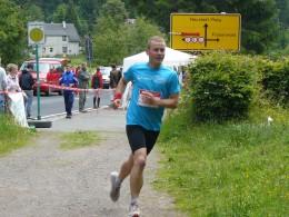 Die Mixstaffel des Lauftreffs Arnstadt schickte Stefan Senz auf die Etappe von Allzunah nach Oberhof