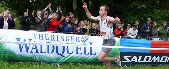Christian Stork läuft zu seinem dritten Sieg beim Rennsteiglauf-Supermarathon