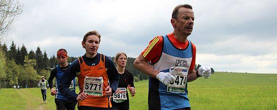 Anne Berthold (Mitte): Beginn einer langen Marathonkarriere?