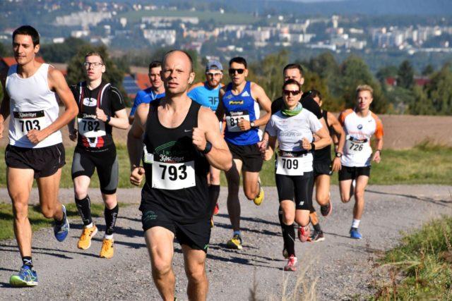 Das Läuferfeld beim Kienberglauf