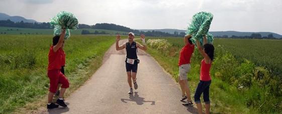 Besondere Motivation am Streckenrand beim Thüringenultra 2009