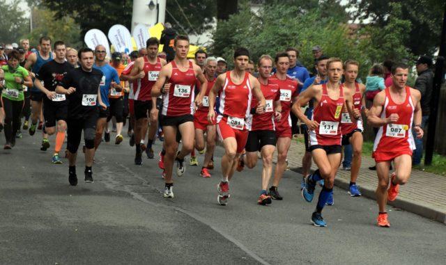 Start zum ersten Riechheimer Berglauf auf der 13-Kilometer-Strecke
